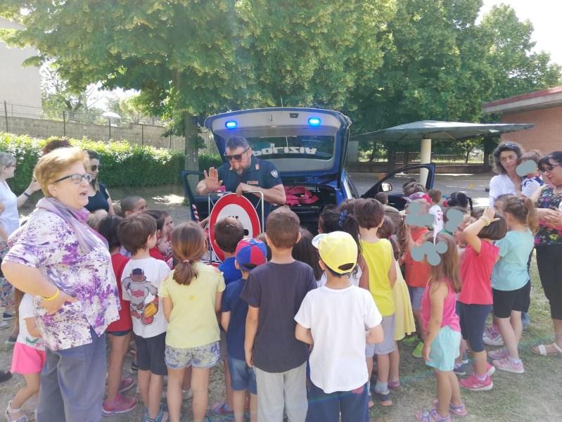 I bambini della Scuola Materna di Ciconia incontrano la Polizia Stradale di Orvieto