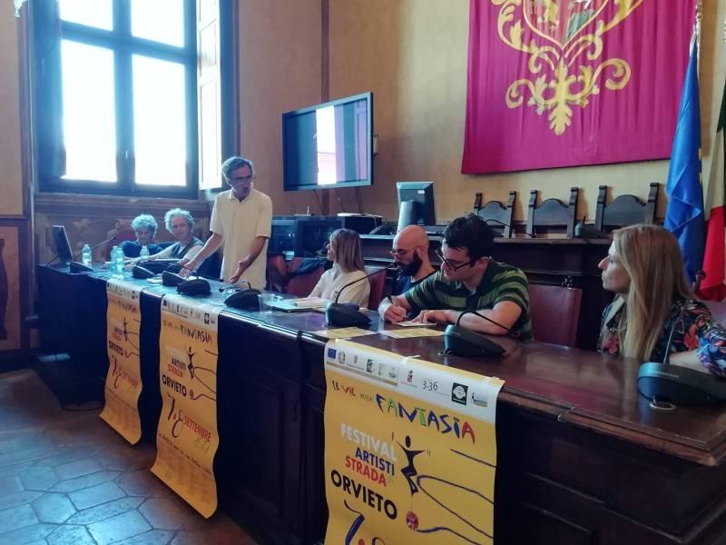 """""""Le Vie della Fantasia"""", ad Orvieto torna il Festival degli Artisti di Strada con """"Barbara e Matteo"""""""