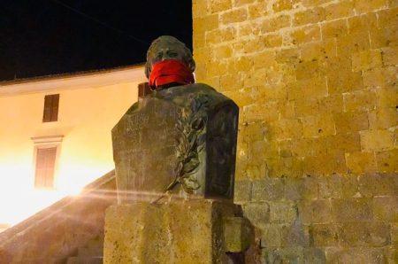 No alla censura, CasaPound imbavaglia le statue in oltre cento città italiane