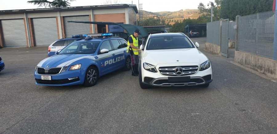 La Polizia Stradale denuncia due bulgari per riciclaggio di macchina