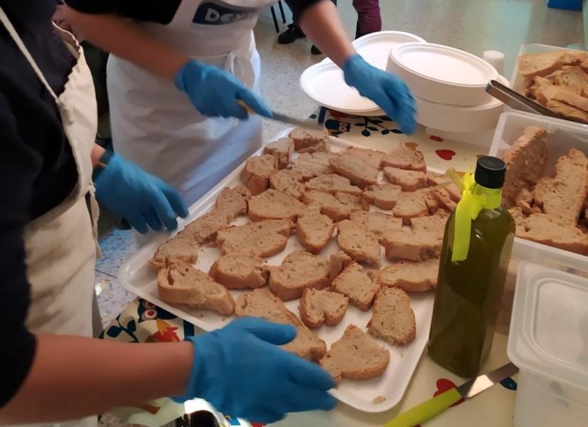 """""""Filiera a vista"""" e """"Podere Comune"""", nella mensa scolastica di Montegabbione per colazione pane di grani antichi e olio evo"""