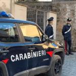 Tragedia nel quartiere medievale della Rupe, uccide moglie e figlia poi si suicida