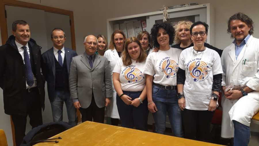 """Donazione al Santa Maria della Stella, otto nuove carrozzine grazie a """"Le Note di Fra"""" e la Cassa di Risparmio di Orvieto"""