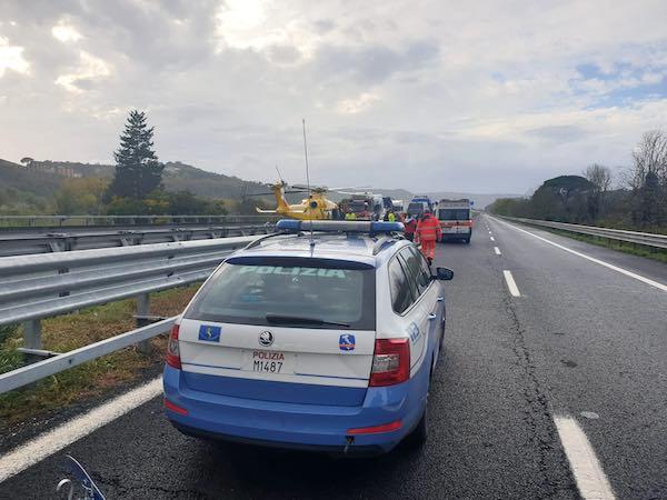 Tamponamento tra furgone e cisterna gpl in autostrada, ferito uno degli autisti