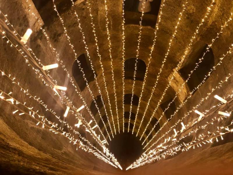 Orvieto s'illumina di magia: il Pozzo di San Patrizio diventa un albero di Natale rovesciato