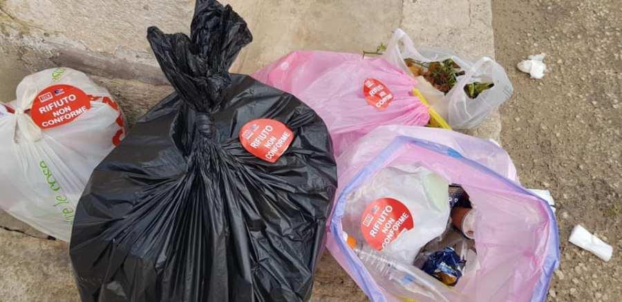 """Falsi esattori di presunte multe sui rifiuti, Comune e Cosp mettono in guardia: """"Gli unici autorizzati sono gli uomini della Polizia Locale"""""""