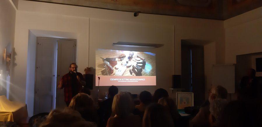 Dalla musicoterapia all'ascolto delle emozioni, parole e note con il dottor Corrado Giuliano