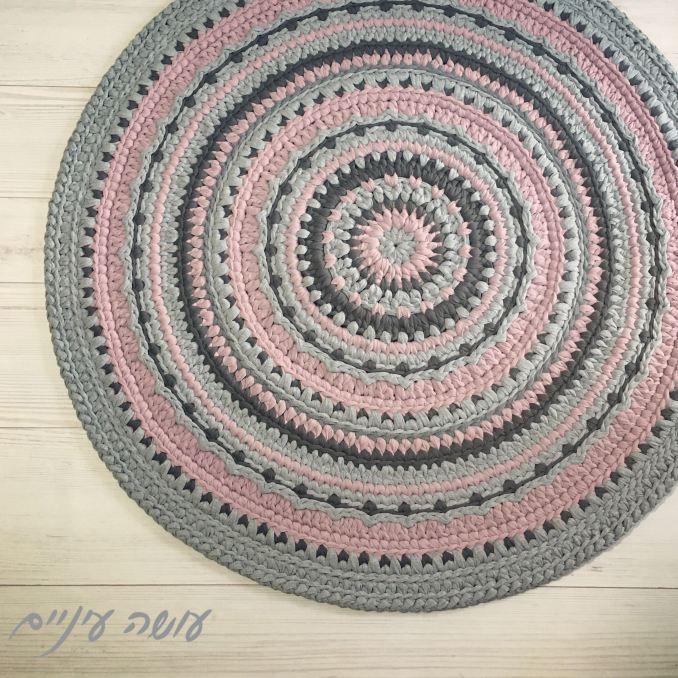 עושה עיניים - מנדלונה, שטיח סרוג מחוטי טריקו    Osa Einaim - Mandalone - crochet t-shirt yarn rug