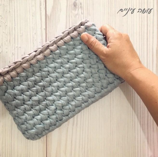 עושה עיניים - תיק קלאץ' סרוג מחוטי טריקו - Osa Einaim - Crochet clutch bag made from t-shirt yarn trapillo