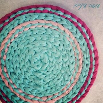 עושה עיניים - טכניקת שטיח מחוטי טריקו    OsaEinaim - T-shirt yarn rug technic
