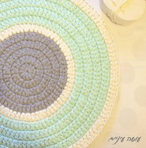 שטיח מחוטי טריקו - עושה עיניים || T-shirt yarn / Trapillo Crochet rug