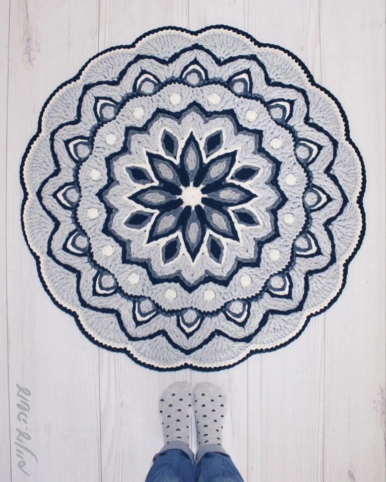 עושה עיניים - חמישים גוונים של ורוד - שטיח סרוג