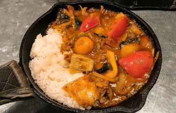 梅田 カレー 野菜を食べるカレーcamp