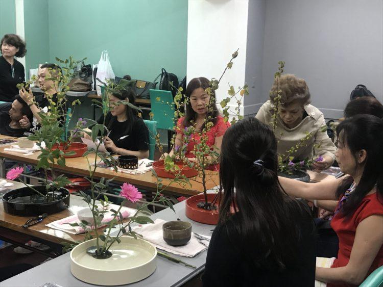 【伝統文化を体験】大阪で生け花・陶芸を気