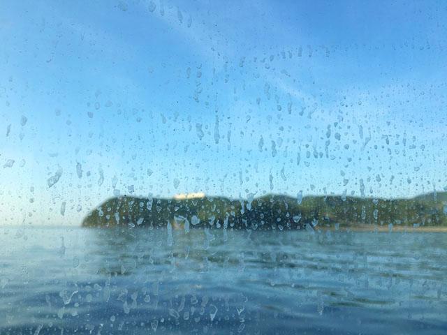 友ヶ島汽船,船内の窓に水しぶき,