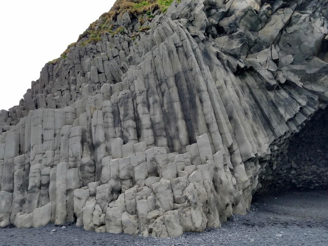 Curved columnar basalts