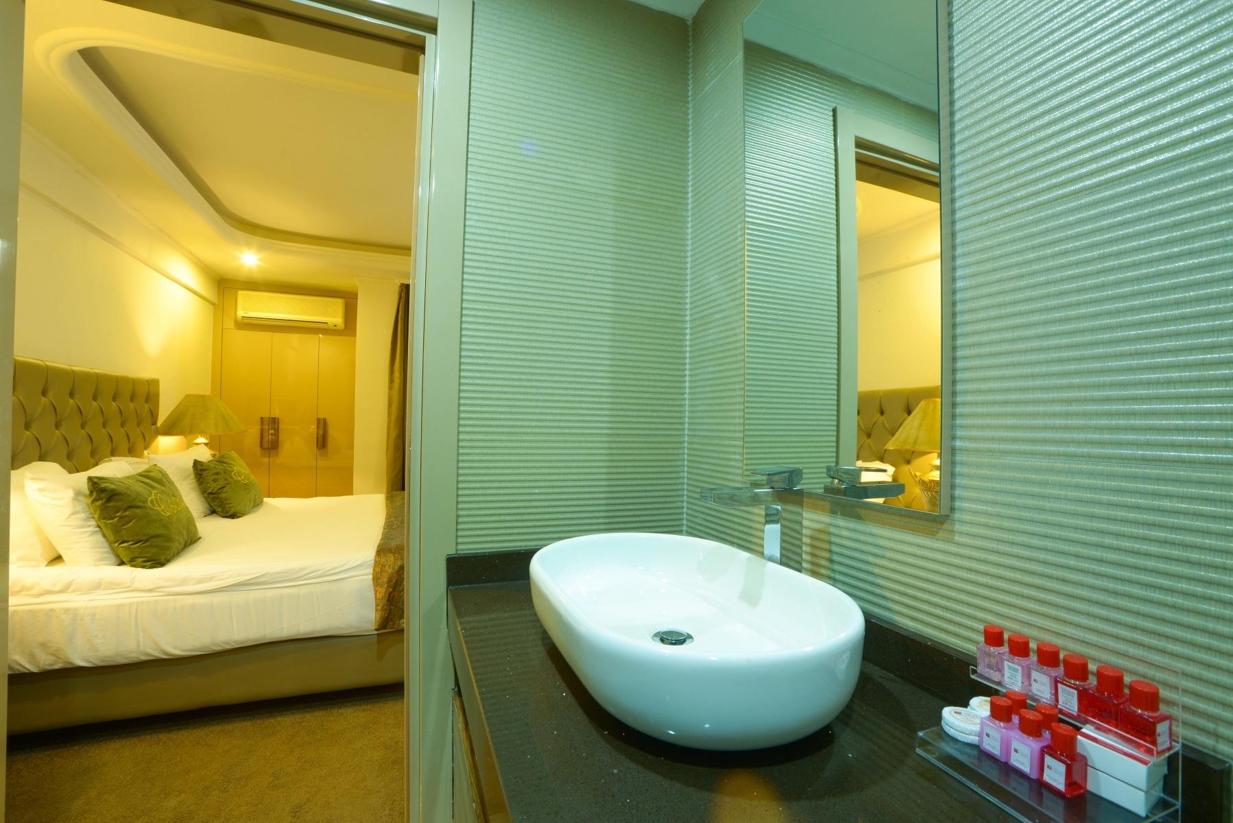 HOTEL-SUITE-8