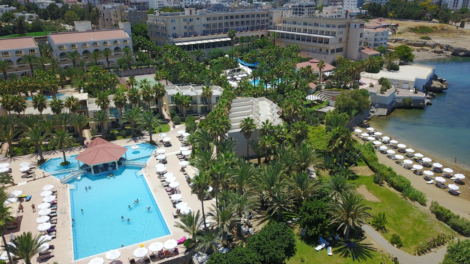 oscar_resort pool