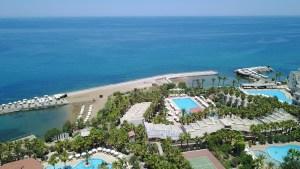 oscar-resort-facilities-pools-beach