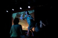 La Compagnia Dell'Improvviso - No Woman's Land au Théâtre Le Comedia, Paris. Mise en Scène Luca Franceschi. Nora Alberdi, Carole Ventura & Daniel Sieteiglesias.