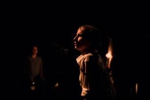 Le Royal Velours - Je m'en vais mais l'État demeure, filage à La Scala, Paris. Mise en Scène Hugues Duchêne. Pénélope Avril.