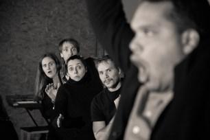 Le Royal Velours - Je m'en vais mais l'État demeure, répétitions au 104, Paris. Mise en Scène Hugues Duchêne. Laurent Robert, Vanessa Bile-Audouard, Hugues Duchêne, Marianna Granci & Robin Goupil.