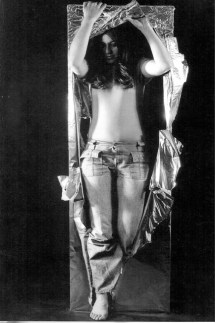 Lourdes Grobet. Tercer estado. De la serie hora y media. 1975 Plata sobre gelatina 150x100cms