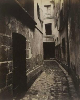 eugene_atget_entrada-a-la-casa-parroquial-de-saint-severin-1912