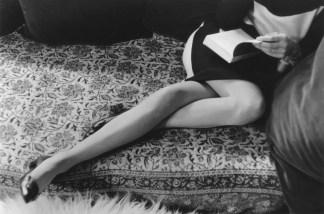 Henri Cartier-Bresson. Las piernas de Martine, 1967