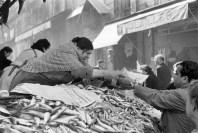 Mercado en la calle Longue, Marsella 1954 Henri Cartier-Bresson