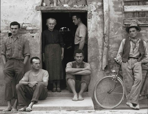 09-Paul-Strand-The-Family-730720