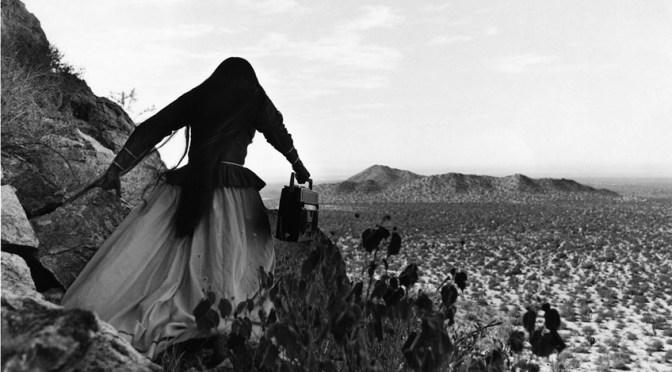 Leyendo «Mujer Ángel» de Graciela Iturbide