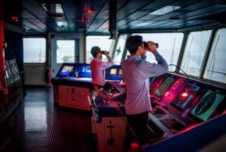 "© Alfredo Cáliz. De la serie ""Cargo"". Barco carguero HANJIN  de la empresa The South Korean Company en ruta desde Algeciras hasta Hamburgo."