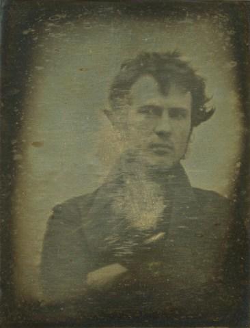 Robert Cornelius, autorretrato. Daguerrotipo, 1839