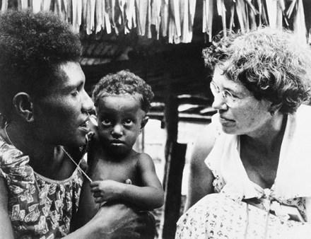 """Los nativos de Nueva Guinea sufrieron un """"shock"""" al confrontar por primera vez su apariencia con el """"yo  simbólico"""""""