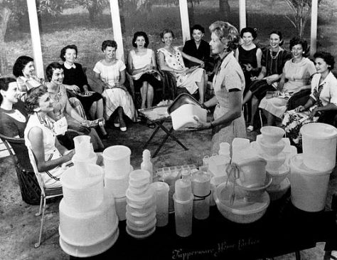 1958 TUPPERWARE HOME PARTY