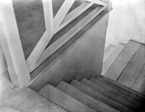 Tina Modotti. Escaleras, vista partical (ca. 1925)