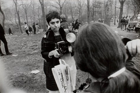 diane-arbus-love-in-central-park-new-york-city-1969-by-garry-winogrand-c2a9-the-estate-of-garry-winogrand-courtesy-fraenkel-gallery-san-francisco