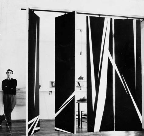 William Klein y sus característicos patrones lineales, en este caso decorando un sistema de páneles.