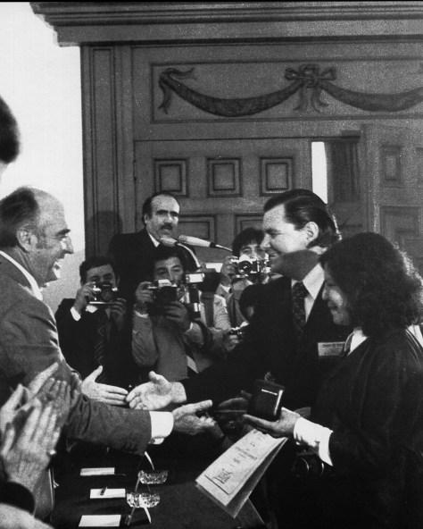 Héctor García recibe por tercera ocasión el Premio Nacional de Presidente (1978)