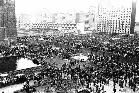 Fotógrafo no identificado. Mítin en la Plaza de las Tres culturas, 2 de octubre de 1968