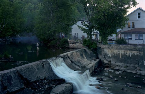 gregory-crewdson-untitled-natural-bridge-e28098beneath-the-roses_-2007
