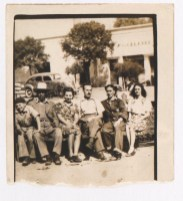 Fotógrafo no identificado. Frida Kahlo junto al actor y cantante mexicano Pedro Infante (1943)