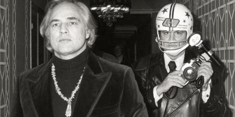 Ron Galella persigue a Marlon Brando