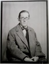 Le Corbusier por Man Ray