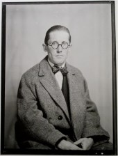 Le Corbusier por Man Ray