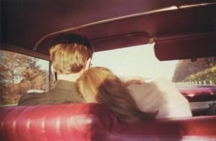 Kim y Mark en el coche rojo. Newton, Massachusetts, 1978