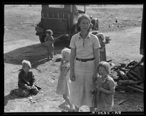 dorothea_lange_Oklahoma mother of five children, now picking cotton in California, near Fresno_nov1936