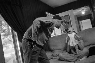 eugene_richards_Dustin Hill with his daughter. Mineral, Ill., 2008.