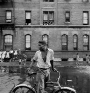 """Gordon Parks. De la serie """"Harlem Gang Leader"""" (1948)"""